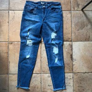 Kancan destroyed skinny jeans. size 9/28.